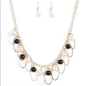 Black & Pearl Necklace Set